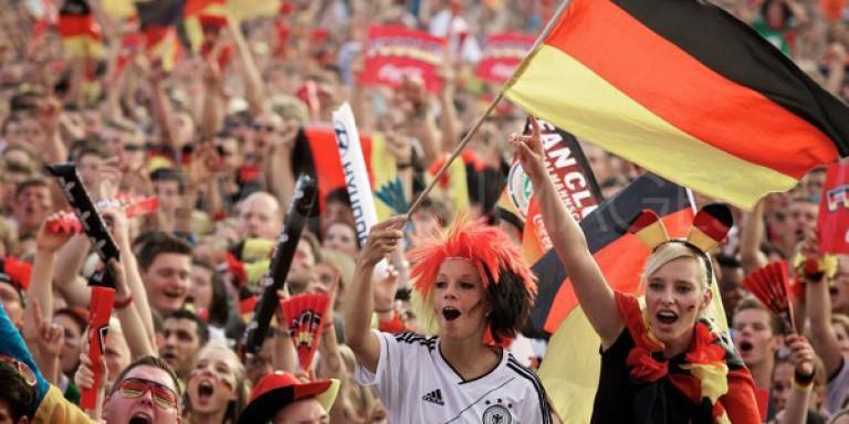 Μόνο στη Γερμανία: Δικαστήριο απαγορεύει στους φιλάθλους να πανηγυρίζουν σε  εξωτερικούς χώρους μετά τις 10 το βράδυ | ΚΟΣΜΟΣ | iefimerida.gr