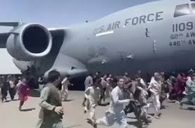 Αφγανιστάν: Θάνατος και χάος μέσα και έξω από το αεροδρόμιο της Καμπούλ –  Τουλάχιστον 12 οι νεκροί - Newsbeast